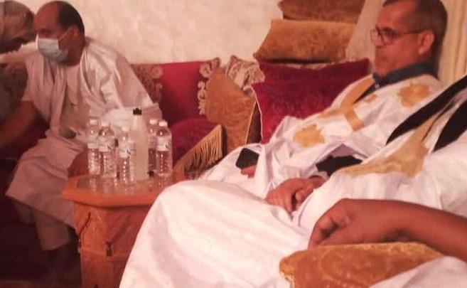 الصورة التي أغاظت النظام (رجل الأعمال بهاي يحيي الرئيس عزيز بُعيد الإفراج عنه)